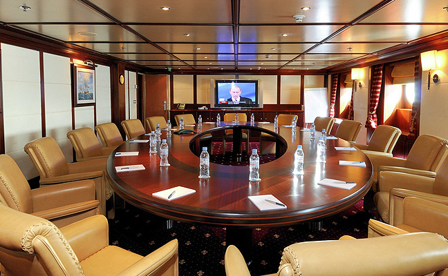 business-meeting-yacht-charter